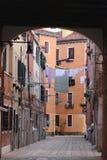 Het aan de lucht drogen van kleren in Venecia Stock Foto