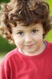 Het aanbiddelijke gelukkige jongen glimlachen Stock Fotografie