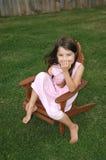 Het aanbiddelijke Lachen van het Meisje Stock Foto's