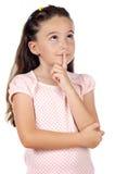 Het aanbiddelijke meisje denken Stock Afbeeldingen