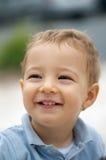 Het aanbiddelijke peuter glimlachen Royalty-vrije Stock Foto's