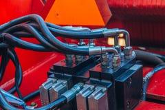 Het aangesloten systeem van bouw, landbouw of andere machines van hydraulische drukpijpen stock foto's