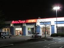 Het aangestoken teken van AutoZone-autodelen slaat op Rechts 1 in Edison, NJ de V.S. op royalty-vrije stock afbeeldingen