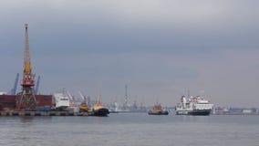 Het aankomen van Caledonia van het lading-en-passagiersschip op zee haven van laatste cruise op de lijn stock video