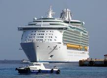 Het Aankomen van de Voering van de cruise Stock Afbeeldingen