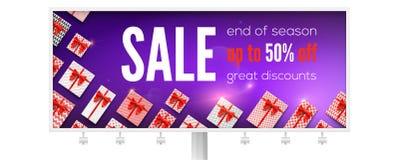 Het aanplakbord met advertenties over vakantieverkoop met velen stelt voor Krijg tot vijftig percentenkorting Weergeven van boven stock illustratie