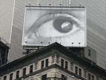 Het Aanplakbord van de oogspion in Times Square, de Stad van New York Stock Foto