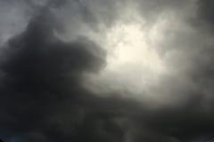 Het aansteken in de wolken van de hemelonweersbui Royalty-vrije Stock Fotografie