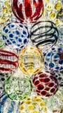 Het aansteken op kleurrijk van glasbal voor decoratie Stock Afbeelding