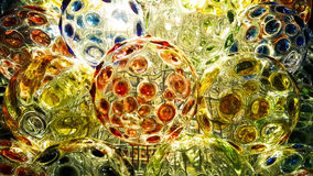 Het aansteken op kleurrijk van kristallen bol voor decoratie Stock Foto