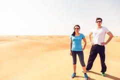 Het aanstoten in de Woestijn stock fotografie