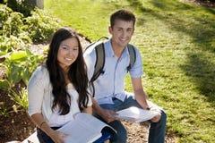Het aantrekkelijke bestuderen van Studenten royalty-vrije stock afbeelding