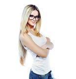 Het aantrekkelijke jonge die vrouw stellen in studio op wit wordt geïsoleerd stock afbeeldingen