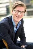 Het aantrekkelijke jonge mens glimlachen Royalty-vrije Stock Foto's