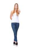 Het aantrekkelijke jonge vrouw tonen beduimelt omhoog Royalty-vrije Stock Foto
