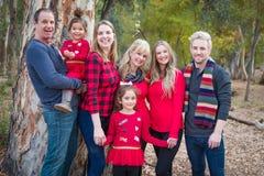 Het aantrekkelijke Multigenerationele Gemengde Portret van de Rasfamilie in openlucht royalty-vrije stock foto's