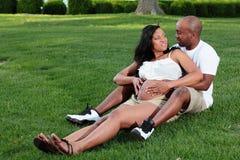 Het Aantrekkelijke Paar van het moederschap stock afbeeldingen