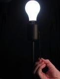 Het aanzetten van Lightbulb stock foto