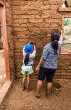 Het aarden huis pleisteren stock foto