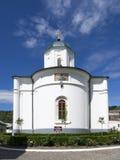 Het aartsbisdom in Ramnicu Valcea, Roemenië stock fotografie