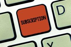 Het Abonnement van de handschrifttekst Concept die Regeling betekenen om iets regelmatig te ontvangen door vooraf te betalen stock foto