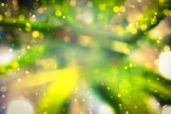 Het abstracte behang van de onduidelijk beeld bokeh groene gele gouden kleur Stock Foto