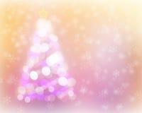 Het abstracte licht van de Kerstmisboom bokeh en sneeuwachtergrond Stock Afbeelding