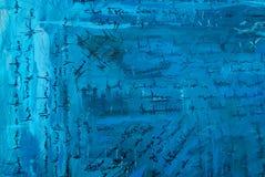 Het abstracte schilderen met de imitatie van tekst op een oud blauw Stock Afbeelding