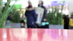 Het abstracte winkelcomplex van de onduidelijk beeld mooie moderne luxe en verkoopt opslagbinnenland voor achtergrond in het klei stock footage