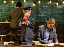 Het academische succes is veel meer over het harde werk dan het ingeboren talent, Privé-leraar zou moeten geloven dat de dingen k stock fotografie