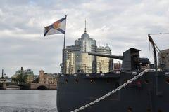 Het achterdekse kanon van de Kruiserdageraad, het Vlaggeschip van de Russische Marine Stock Foto's