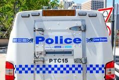 Het achtergedeelte die van de politiebestelwagen van Nieuw Zuid-Wales met slot op ruimte, in Sydney de stad in parkeren, het beel royalty-vrije stock fotografie