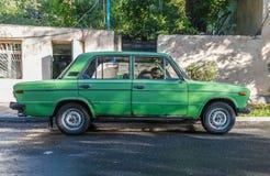 Het achtervolgen van oude auto's in Yerevan, Armenië royalty-vrije stock fotografie