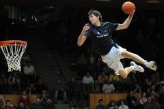 Het acrobatische basketbal toont royalty-vrije stock afbeeldingen
