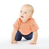 Het actieve baby carwling over witte achtergrond Stock Foto's