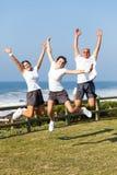 Het actieve familie springen Stock Foto's