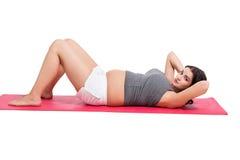 Het actieve zwangere vrouw uitwerken Royalty-vrije Stock Afbeeldingen