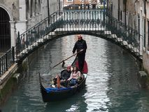 Het adreskaartje van Venetië ''met gondel en gondelier stock fotografie