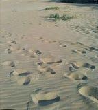 Het Af:drukken van de voet in het Zand Stock Afbeelding