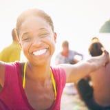 Het Afrikaanse Concept van de het Strandzomer van het Vrouwengeluk royalty-vrije stock afbeeldingen