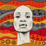 Het Afrikaanse Meisje met Afrikaanse hand trekt ethnopatroon, stammenachtergrond Mooie zwarte De mening van het profiel Vector il Stock Foto's