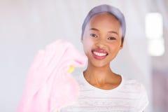 Het Afrikaanse meisje schoonmaken Royalty-vrije Stock Afbeeldingen