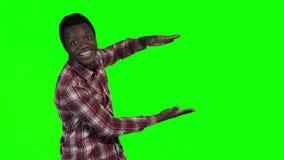 Het Afrikaanse mens richten stock videobeelden