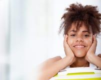 Het Afrikaanse portret van de meisjestiener van close-upgezicht stock afbeeldingen