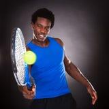 Het Afrikaanse Speeltennis van de Tennisspeler Stock Fotografie