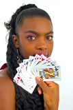 Het Afrikaanse vrouw spelen met kaarten Royalty-vrije Stock Foto's