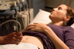 Het aftasten van de zwangerschapsultrasone klank Stock Foto