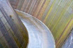 Het afvoerkanaal van de dam Royalty-vrije Stock Afbeeldingen
