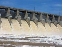 Het afvoerkanaal van de dam runnoff Stock Foto