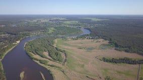 Het afvoerkanaal van Letland van de Gaujarivier in hoogste de menings4k UHD video van de Oostzee luchthommel stock footage